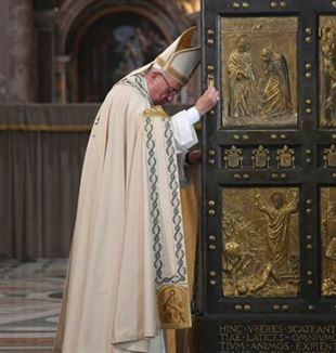 Pope Francis closed the Holy Door of the Vatican Basilica concluding the Holy Year of Mercy.
