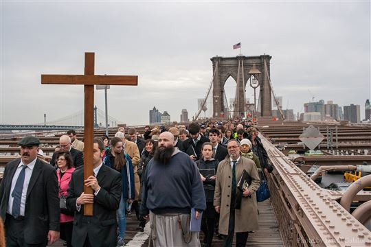 New York community holds Way of the Cross over the Brooklyn Bridge. Photo by David Galalis