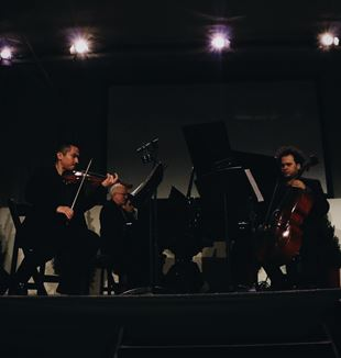 (L-R) Violinist David Han Marks, pianist Chris Vath and cellist Rubin Kodheil. Photo by Migi Fabara Martinez