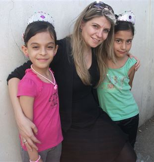 Rana Najib with two young girls