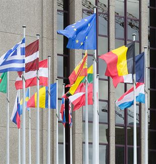 European flags in front of the European Court of Auditors, Kirchberg, Luxembourg. Via Wikimedia Commons