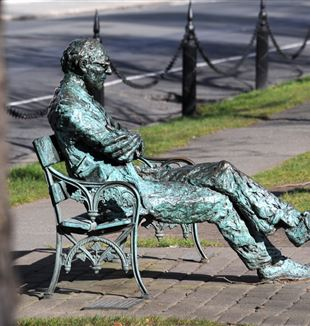 Patrick Kavanagh statue along the Grand Canal in Dublin. Photo by Maurice Frazer via Flickr