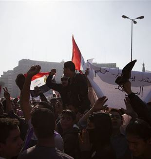 Protesters chant slogans against the Muslim Brotherhood. Photo by Y. Weeks/VOA via Wikimedia Commons