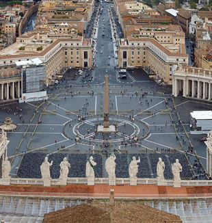 St. Peter's Square. Wikimedia Commons