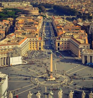 St. Peter's Square. Creative Commons CC0