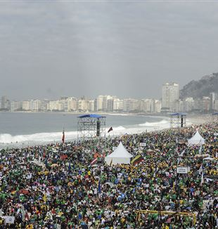 Crowds in Copacabana for the 2013 Holy Mass for WYD in Rio de Janeiro. Wikimedia Commons