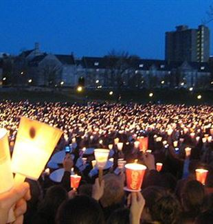 Virginia Tech massacre candlelight vigil. Via Wikimedia Commons