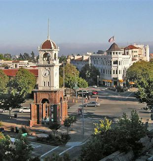 Downtown Santa Cruz. Wikimedia Commons