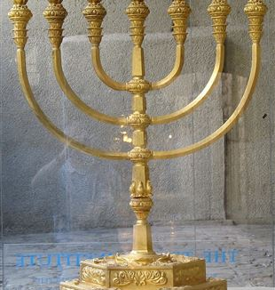 Menorah. Wikimedia Commons
