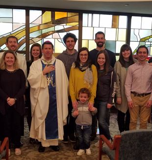 The Nashville community with Bishop Mark Spalding. Courtesy of Meghan Isaacs.