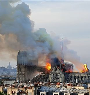 Notre Dame on fire. Via Wikimedia Commons.