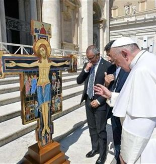 The Pope blesses the Cross of Mercy, made by the prisoners at Paliano, Frosinone