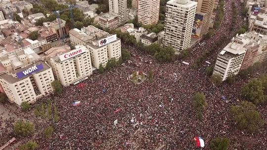 One million Chileans in Piazza Santiago on Friday 25 October