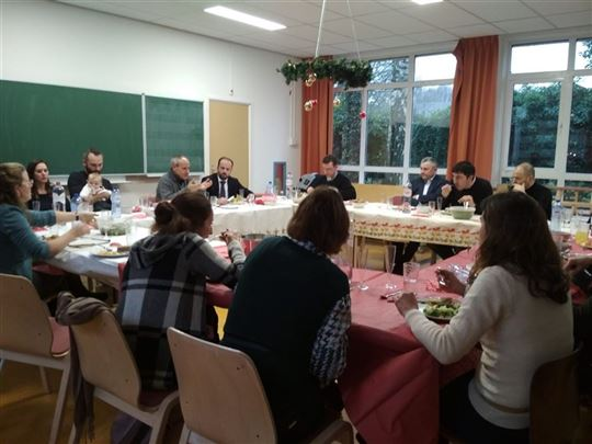 Fr. Carrón in conversation with the teachers and board of the Misha de Vries primary school