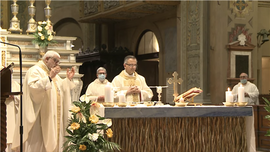 Monsignor Giovanni Mosciatti and Monsignor Erio Castellucci celebrating Mass for the anniversary of Enzo Piccinini's death