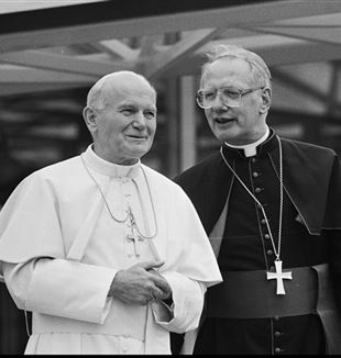 Adrianus Simonis with John Paul II in 1985